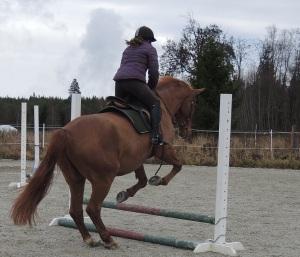 Alex hoppar med Yasmine